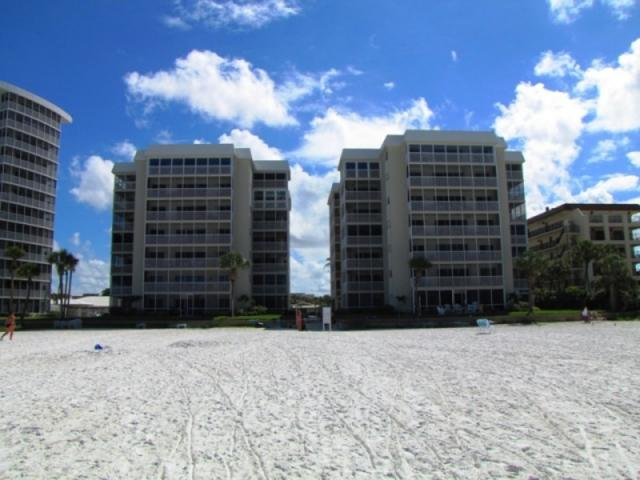 827_640x480.jpg - Crescent Arms; 2-bedroom luxury beachfront unit on Crescent Beach, walking distance to South Village