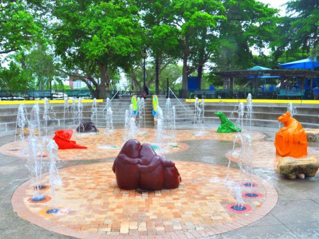 Steigerwaldt/Jockey Children's Fountain - A delightful children's splash park located on scenic Sarasota Bay. Open free to the public.