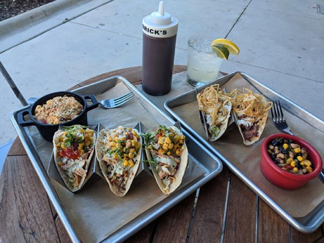 Brick's Smoked Meats - Restaurant Image 4