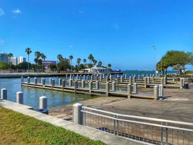 Centennial Park - Three double-lane boat ramps, picnic tables, leashed pets are allowed, perfect for canoe and kayak launching.