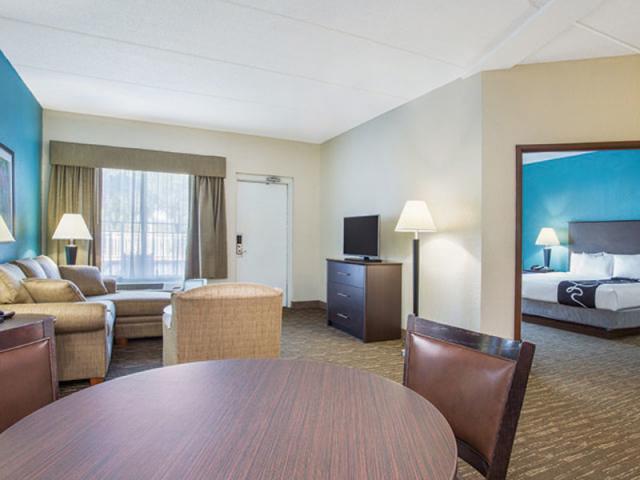 6868_S1J 1.jpg - 2 Room Suite