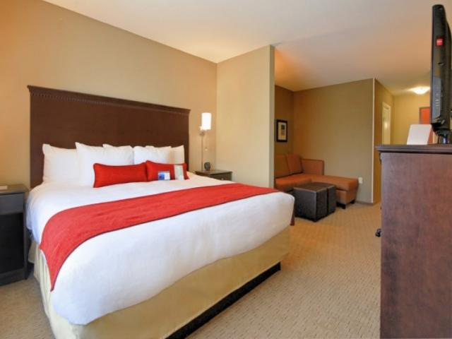 3631_640x512.jpg - Large spacious suites with all the amenties you would expect.