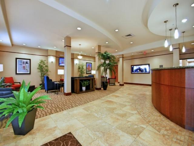 3627_640x512.jpg - Lobby, warm and welcoming.  Enjoy our 500 gallon salt water tropical fish tank.