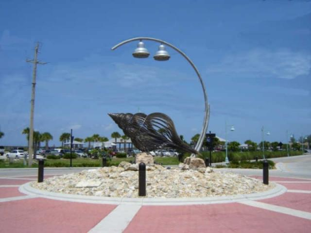 720_640x480.jpg - Roundabout at Englewood Beach