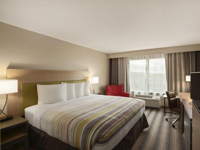 "1 King Bed - 1 King Size bed with Serta Perfect Sleeper Mattresses and 43"" HDTV microwave, refrigerator, coffee maker, free Wi-Fi and complimentary hot & cold breakfast buffet."