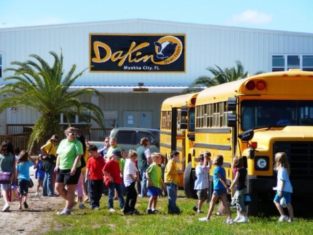1058_640x480.jpg - School Tours