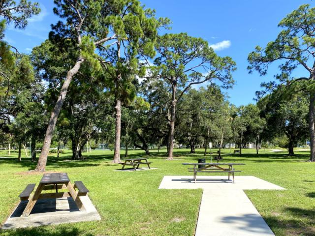 Gillespie Park - This park has two basketball courts, an off-leash dog park, picnic tables, playground, Police sub-station, fitness trail, three tennis courts, outside fitness areas and a pond.