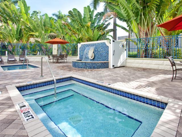 Hotel Indigo Sarasota Exterior Pool