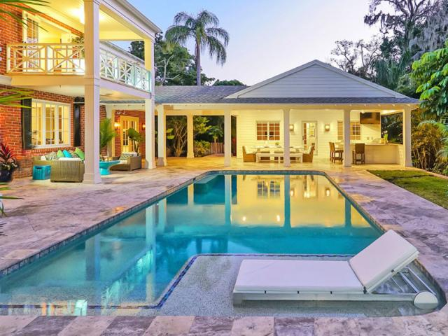 West of Trail Guest House - This West of Trail residence has a separate guest house by the swimming pool.