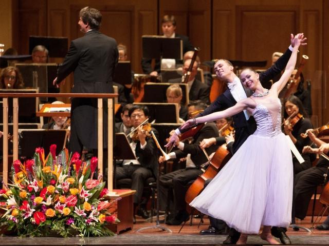 Salute to Vienna New Year's Concert - Van Wezel
