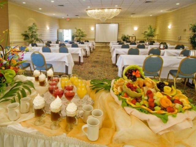222_640x480.jpg - Meeting rooms can accommodate banquets up to 160 and meetings up to 225. High speed internet connection in all meeting rooms.