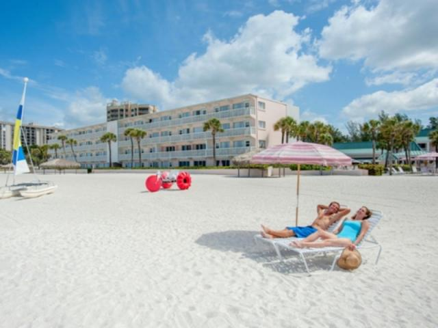 161_640x480.jpg - A relaxing sunny resort flavor with a storybook seaside setting.