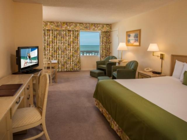 438_640x480.jpg - 179 rooms offer four points of view.  Most rooms offer a view of the Gulf of Mexico.