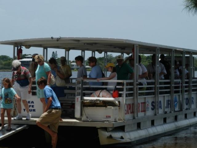 174_722x480.jpg - Explorer I getting off the boat at Edwards Island