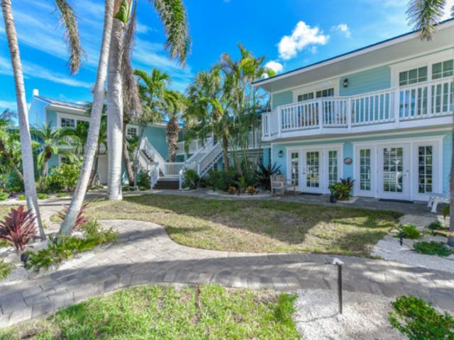 Tropical Breeze Resort Main Courtyard - Stay in style on Siesta Key when you book a luxury studio, 1 bedroom, 2 bedroom, or 3 bedroom unit at the Tropical Breeze Resort just steps from the beach and Siesta Key Village.