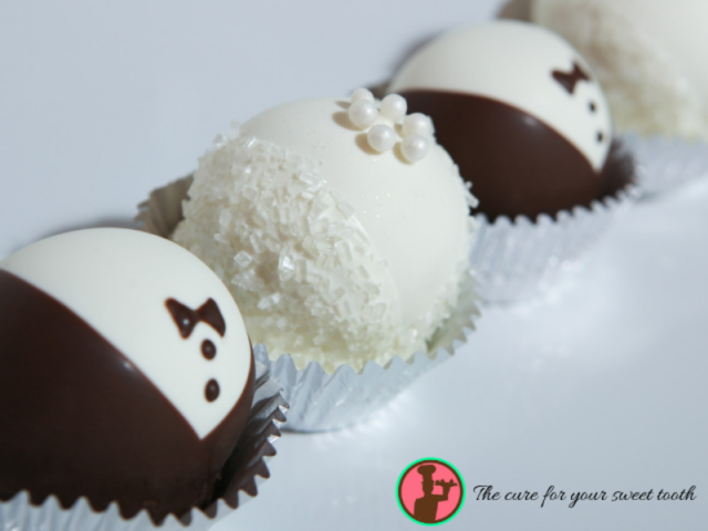 Bride & Groom Wedding Favors - Delicious hand made cake balls formed into adorable bride & grooms. Perfect for wedding favors!