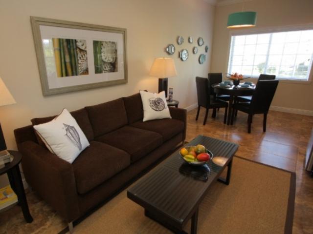 724_721x480.jpg - Living Room