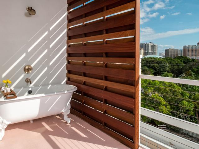 Outdoor Tub - Suite Balcony, outdoor tub