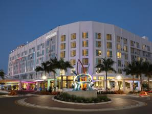 exterior art ovation hotel in sarasota