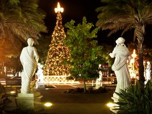 <p>There's no snow on the ground, and Jack Frost will almost certainly NOT be nipping any noses this close to the Equator &mdash; but Sarasota County has plenty of festive traditions to set the mood for the winter holidays. Take a look at how best to enjo