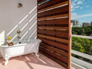 Outdoor Tub - Suite Balcony, outdoor tub