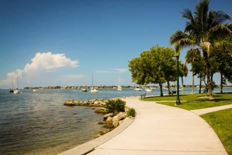 walking path at bayfront park in sarasota, florida