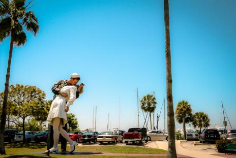 unconditional surrender statue in sarasota florida