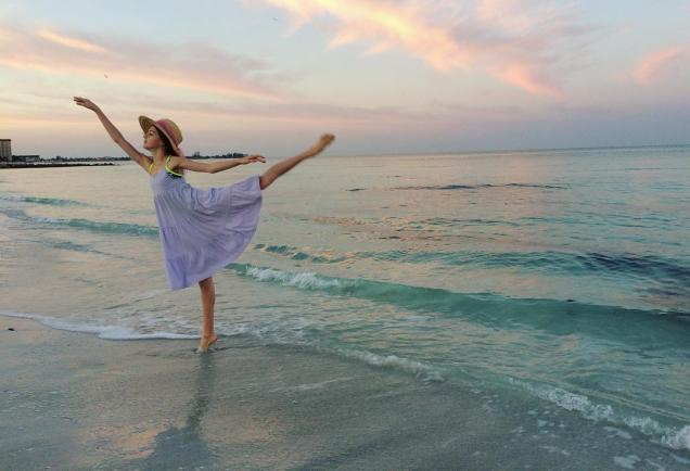 Relax, get loose, even dance out on Siesta Key!