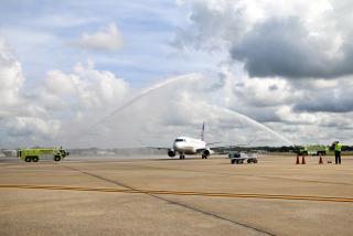 SRQ Welcomes United Inagural from IAD