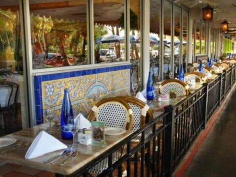 114_640x480.jpg - Outdoor tables on St. Armands Circle.