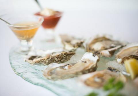 Assorted Oysters - Grand Oyster Tasting with 6 different varietals from the East and West coast.