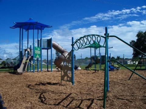 3392_640x480.jpg - Kirk Park - Playground Shot