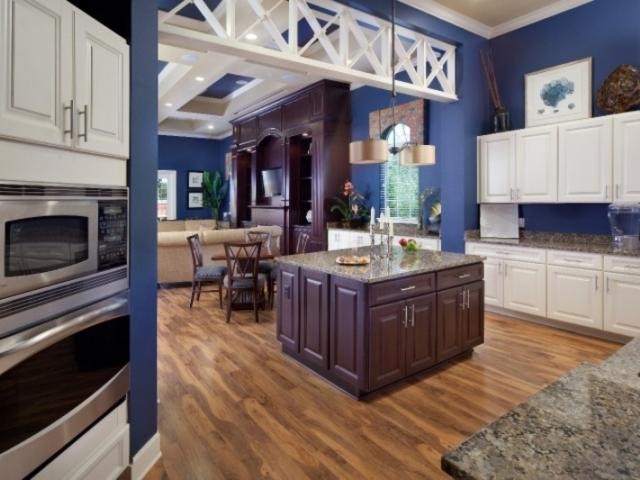 7620_720x480.jpg - Demonstration Kitchen in Clubhouse