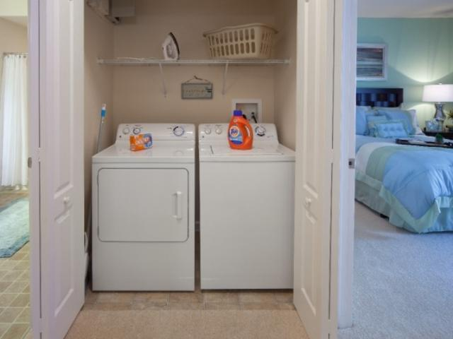 7615_720x480.jpg - Washer & Dryer Included