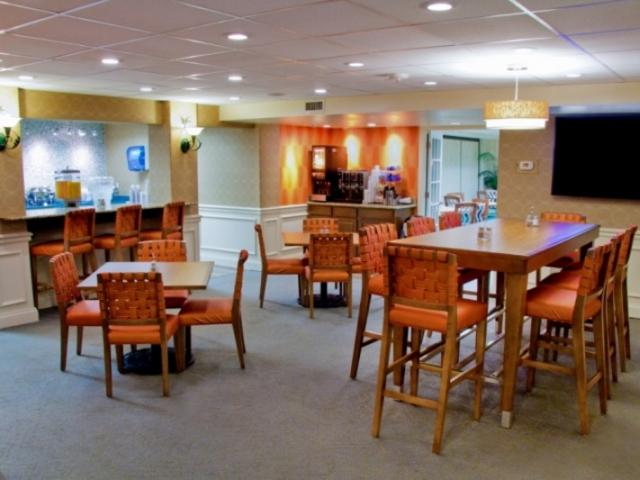 963_720x480.jpg - Best Western Plus-Breakfast Room/Coffee Bar
