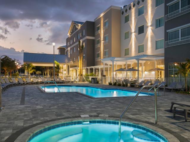 Pool and Spa - Serenity and peace await you at the Carlisle Inn Sarasota. Enjoy our pool and spa area; a beautiful way to enjoy those Sarasota skies.