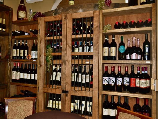 Wine Cellar Table15