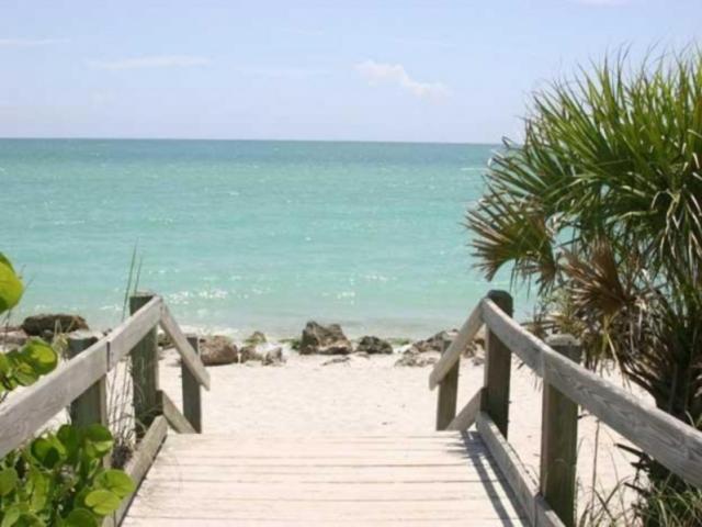 GRETA: Casperson beach nudist