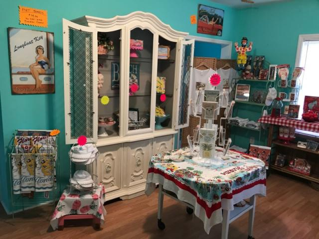 Vintage Sarasota Gift Shop - Please take time to visit our adorable gift shop of curious collectibles and memorabilia curated to enhance our unique tour themes!