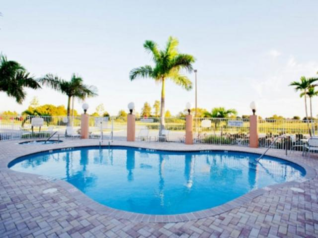 890_640x480.jpg - Heated Pool & Spa