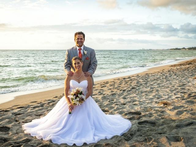 Turtle Beach - Siesta Key - Beautiful Couple @ Sunset