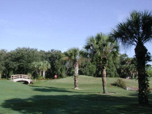 3645_640x480.jpg - Lush fairways and great rolling greens