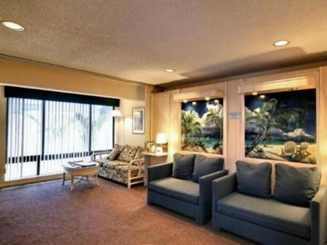 201_640x480.jpg - 1 Bedroom living room