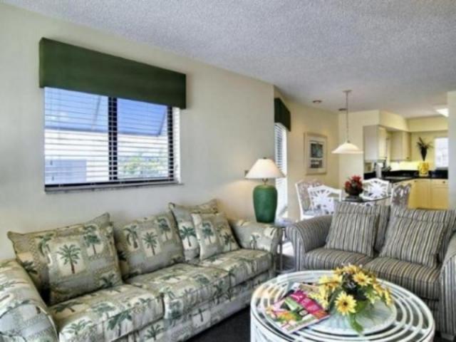 198_640x480.jpg - Penthouse living room