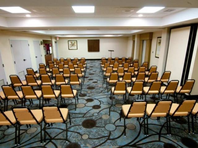 7122_723x480.jpg - Meeting Room