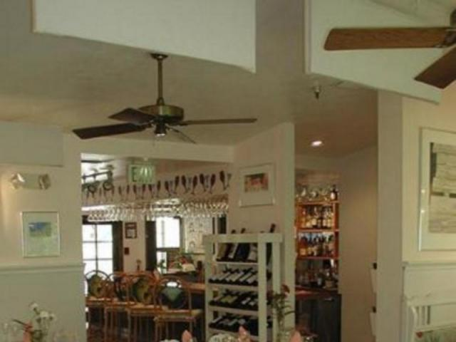 217_640x480.jpg - Harry's lovely tropical dining room, fine dining in a relaxed atmosphere