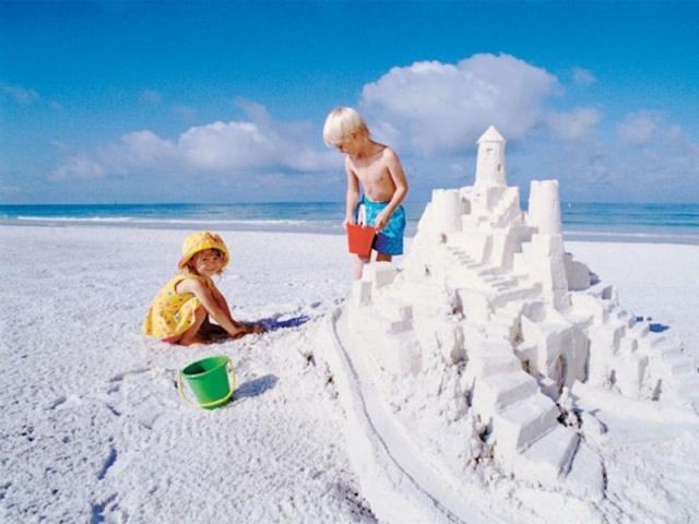 3065_640x480.jpg - Located 6 miles from Siesta Key Beach, a #1 Beach.