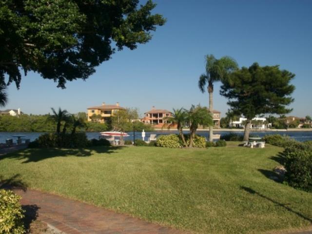 842_718x480.jpg - Beautiful park on Inter coastal waterway
