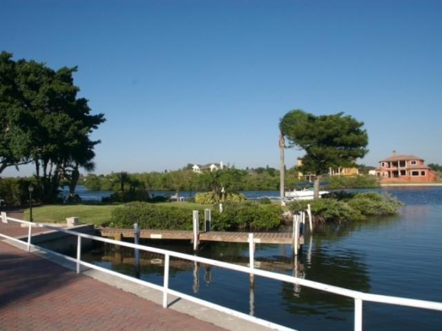 841_718x480.jpg - boat dock for guest pick ups