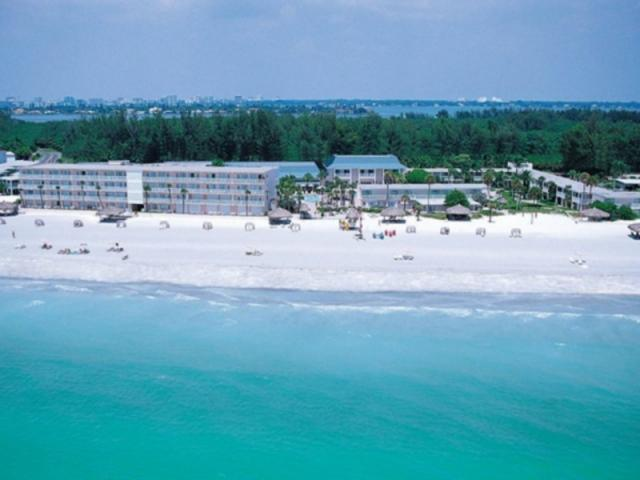 219_640x480.jpg - Directly on 600 feet of privite beach on the Gulf of Mexico, on Lido Beach in Sarasota Florida.